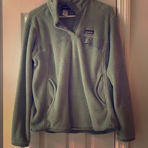 Safe/light green Patagonia pull over